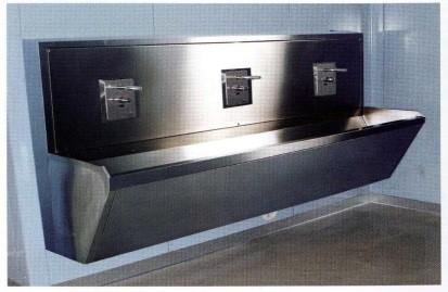 Медицинская мойка хирургическая из нержавеющей стали 3-х местная (на фотоэлементах) LA023