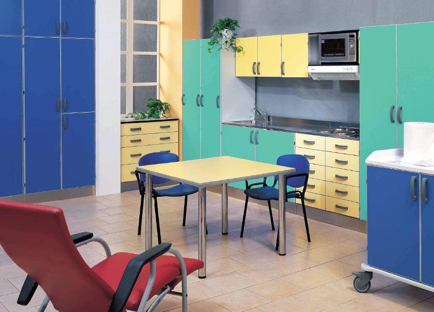Медицинский палатный стол Vernipoll